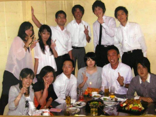 ▲D2C 担当部長時のチーム飲み会(写真下段左から3番目)
