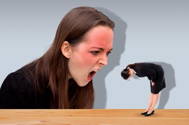 上司の偏見や理不尽な発言に嫌気のさす若手社員も。