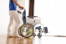 介護業界の将来に不安を感じ退職する人も多い