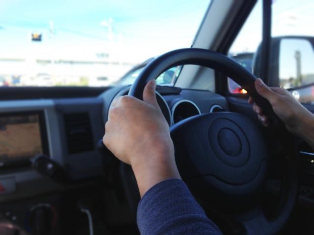 彼氏とドライブ中に助手席でウトウトするのはダメ?