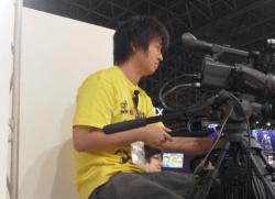 ▲東京ゲームショーでカメラを巧みに操る及川