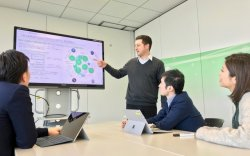 ▲イノベーション統括室では、多様なスペシャリスト達が集まり、価値観を尊重し合いながら働いている