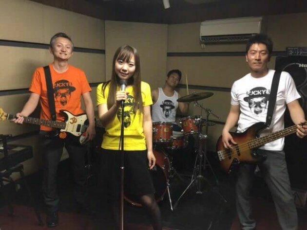 ▲3年前から社員4人でバンドを結成。音楽は、堀の人生を語る上で欠かせない要素のひとつです