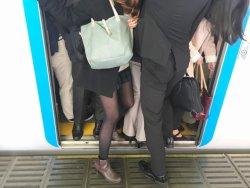満員電車に乗ることを「無駄」と切り捨てた箕輪氏