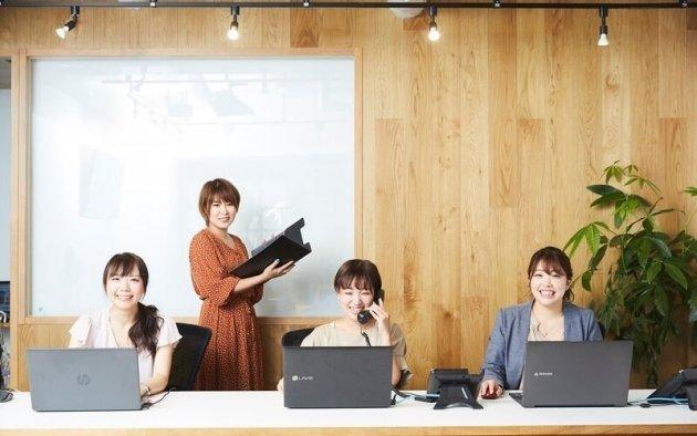 ▲エヌアセット高津店のメンバー。女性社員4名で店舗を運営しています