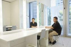 ▲アーティストルーム!デザイン施工には青柳もアイディアを出した。移転前は控室の代わりに各階に散らばる会議室を使わなければならなかった苦労からのアイディアだ。