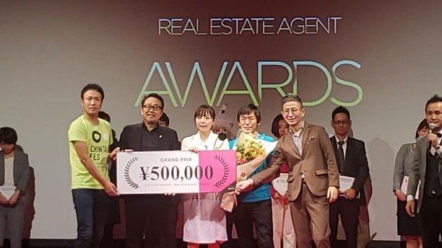 ▲『第2回REAA~Real Estate Agent Award~』受賞式の様子。堀は「こころワクワク保育園」開園の取り組みが評価され、グランプリを受賞