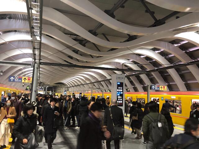 近代的なデザインが格好いい銀座線渋谷駅の新駅舎