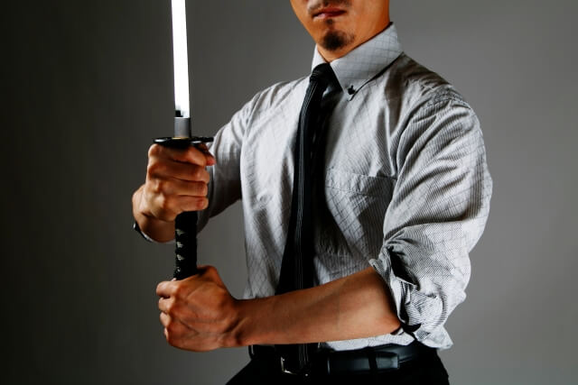 """ブラック上司の仰天エピソード「日本刀を持ってきて""""辞めたら殺す""""」「従業員は人間のクズ。人間としての尊厳は必要ナシ」の続きを読む"""
