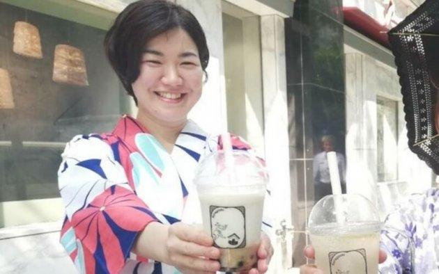 ▲ 「甘酒タピオカミルク」の商品撮影風景。日本酒の魅力を伝えるべく、新しい企画や商品開発にも積極的に取り組む。