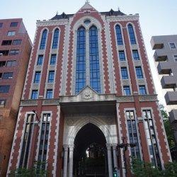 三田キャンパスの東門