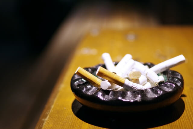 非喫煙者の9割が飲食店の原則屋内禁煙に賛成
