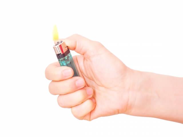 タバコの火を付けるのは女の仕事?