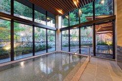 「仙石原 ススキの原一の湯」本館の大浴場