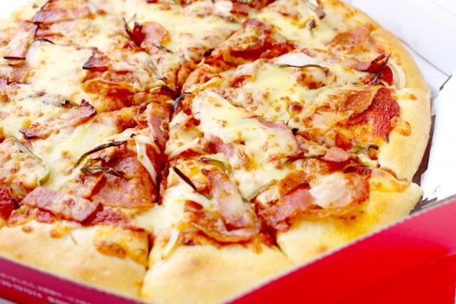 新型コロナ対策でピザの受け取り方が変わる?