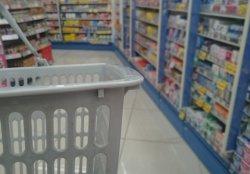 新型コロナ、ドラッグストア・スーパー店員の嘆き