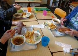 自宅等で子供の食事を準備しなければいけない状況