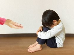 「無意識に子どもをたたく親が普通にいます」という人も