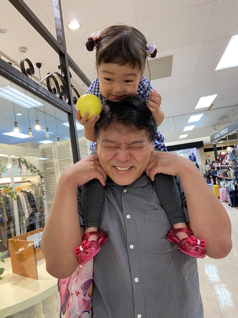 プライベートでは二児の父。いつもはカメラマン担当とのこと