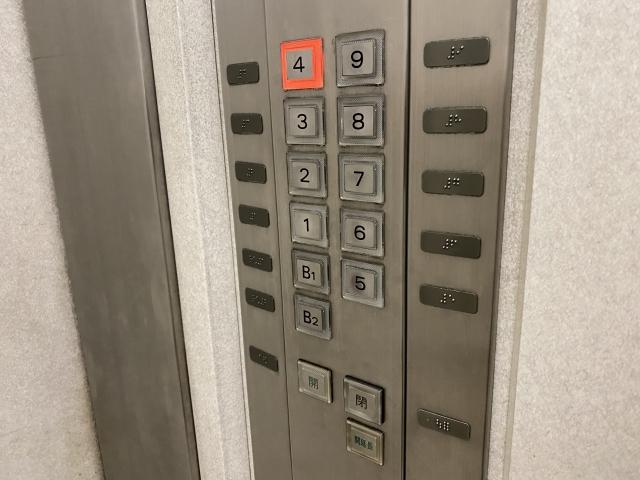 エレベーターで挨拶する?