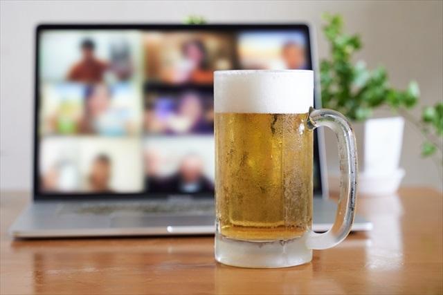 オンライン飲みをする人の特徴とは?