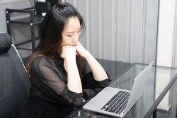8割の社会人が「真剣に転職を考えている」