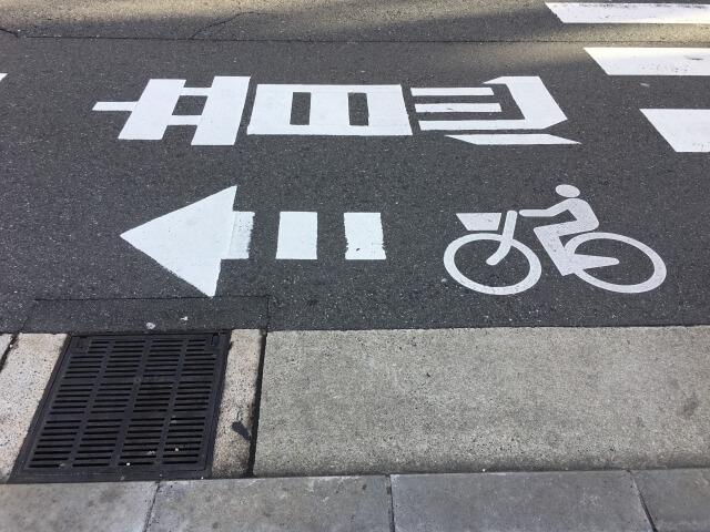車道で走る?それとも歩道?