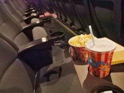 映画館でポップコーンが食べられない?!