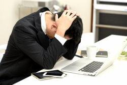 実労働時間に見合わない給料に不満を持つ人も