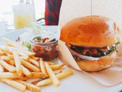 初デートでハンバーガーってどう?