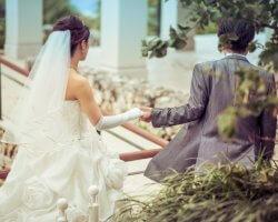 新郎新婦の9割以上が結婚式を延期・中止