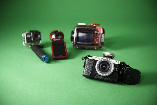 ▲写真を撮るのが好きで、ずっと一緒に旅してきたカメラたち。水中用、自撮り用など使い分けています