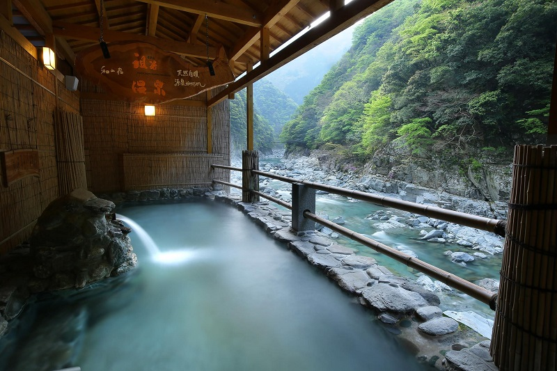 「日本三大秘境」祖谷(いや)温泉からの眺め(ホテル祖谷温泉提供)