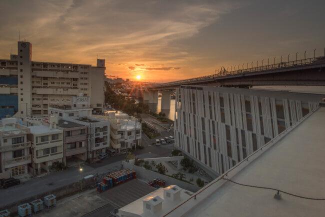 「ホテル アンテルーム那覇」屋上から臨むサンセット