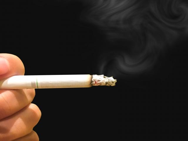 受動喫煙でもむし歯のリスク上昇?