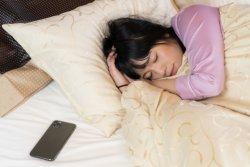平日の睡眠「6時間以下」が6割