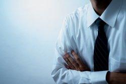 「職場に対して内心腹立たしく感じる」
