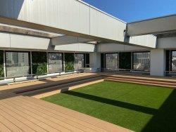 開放感のある「屋上庭園」(ビルの共用スペース)