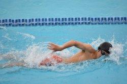 スポーツ種目別の貯金額中央値は「水泳」(1500万円)が1位。