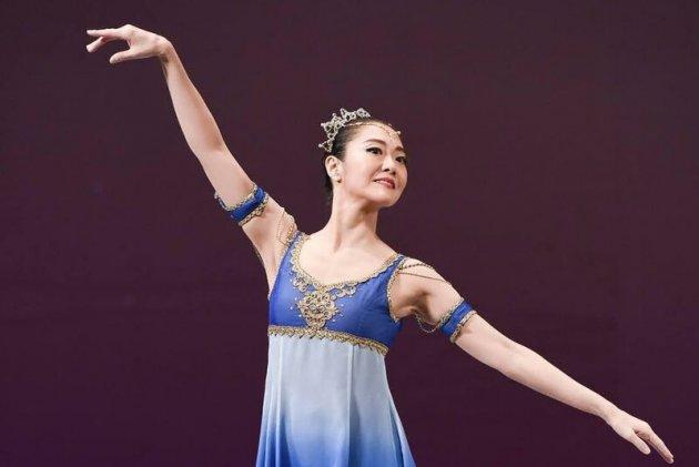 ▲内舘の趣味はクラシックバレエ。十数年にわたり稽古を続けている、写真は昨年舞台に立った際のもの