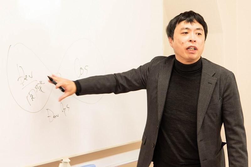 DevSecOpsの概念を熱く語る青木社長