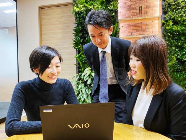 ▲新プロジェクトのメンバーと (画面左が串田)